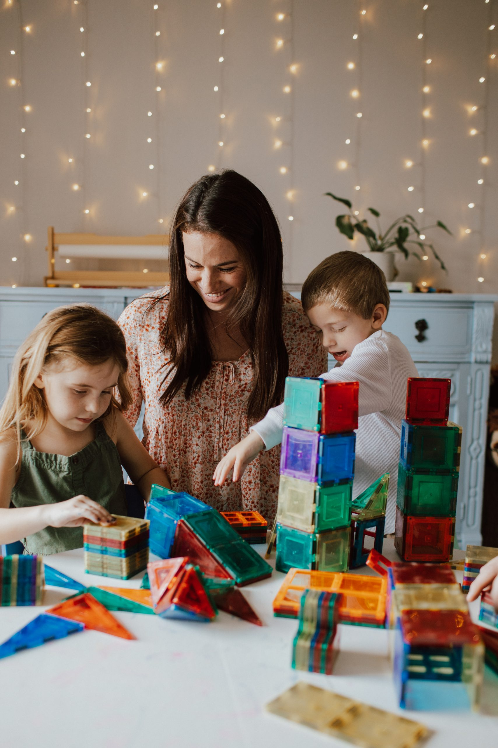 mom and kids playing with magnetic tiles